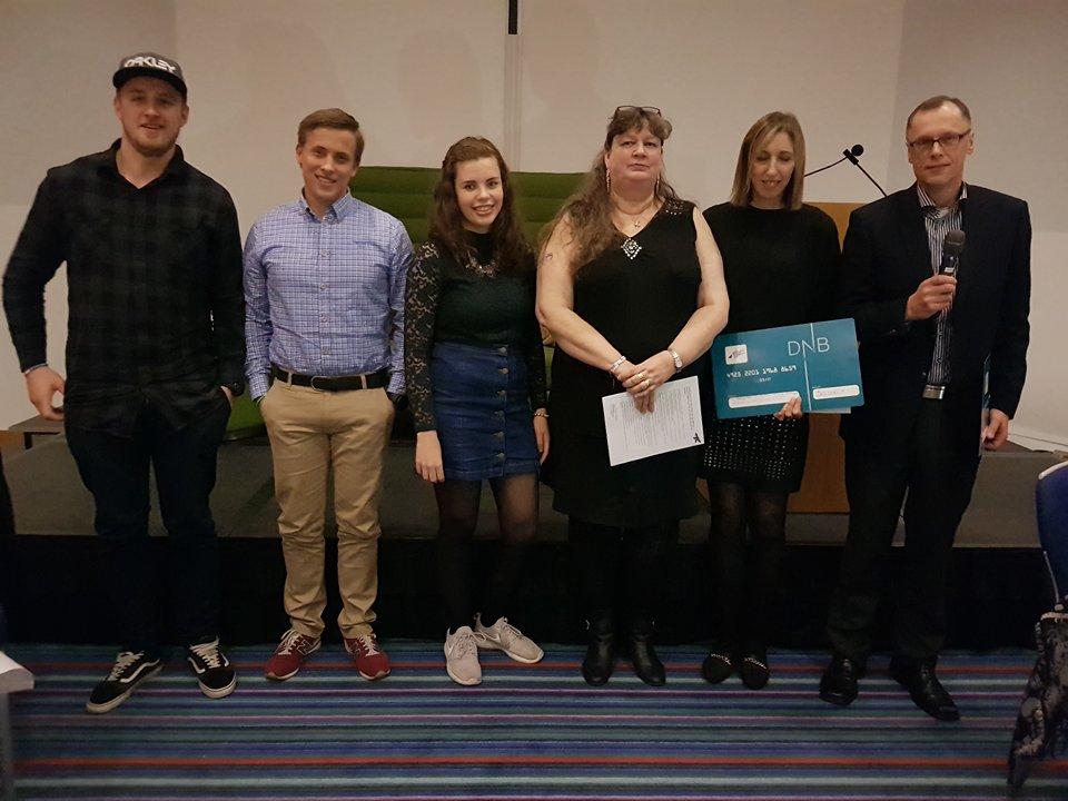 Knoll og Tott . Sesilie fra barne og ungdoms gruppa. Mona H Bahus leder i stiftelsen og ALS forsker Yanna og Axel Sandvig.